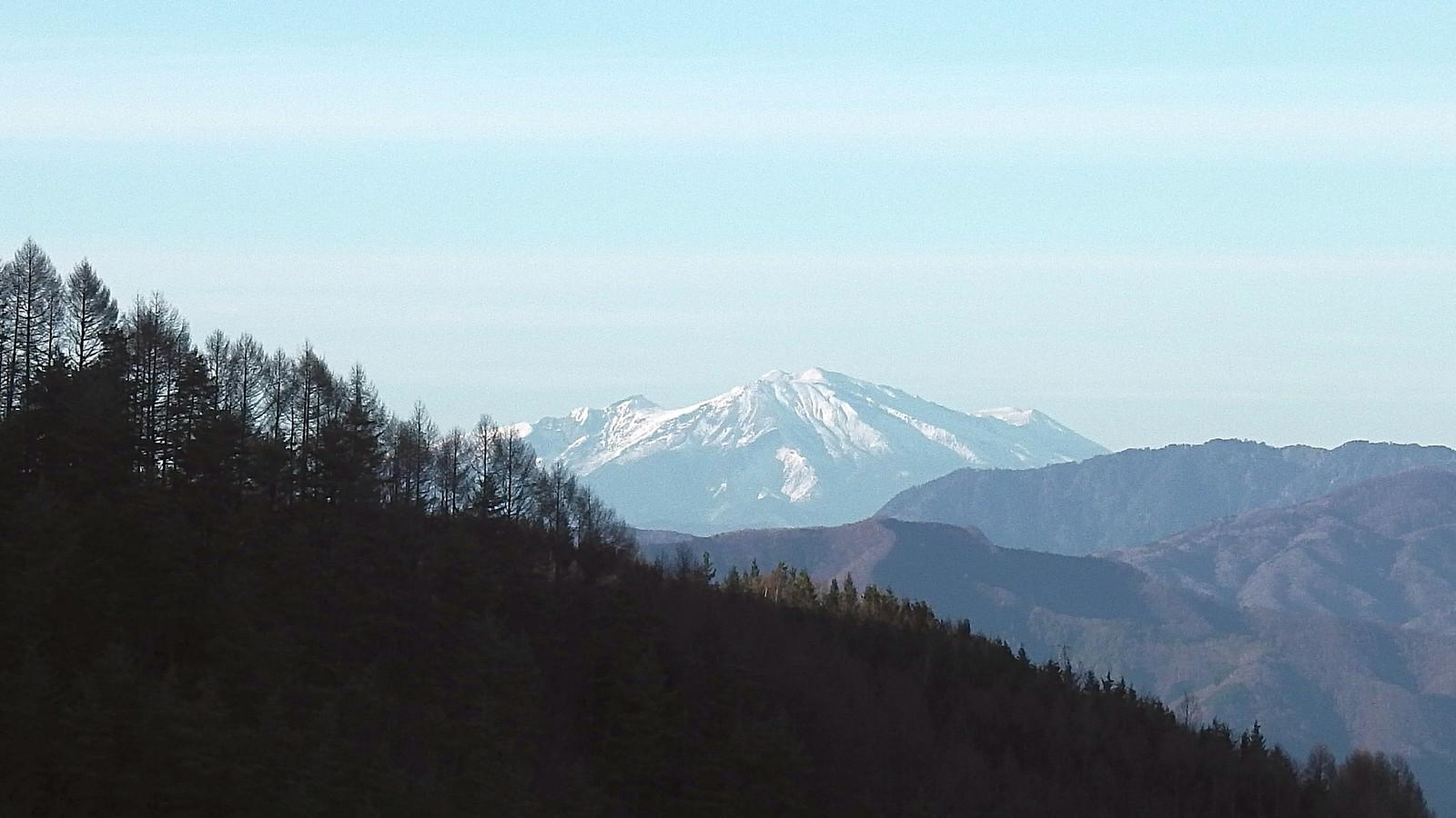 極楽峠から木曽御嶽山を望む(2017年12月3日)